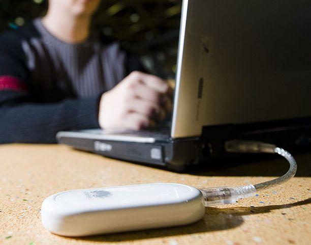 Surffailu ulkomailla esimerkiksi kannettavalla tietokoneella on aiemmin voinut poikia hurjia laskuja.