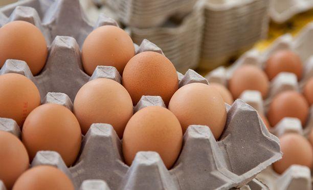 Asiantuntijan mukaan kananmunan voi syödä päivittäin huoletta, jos kolesteroliarvot ovat kunnossa.