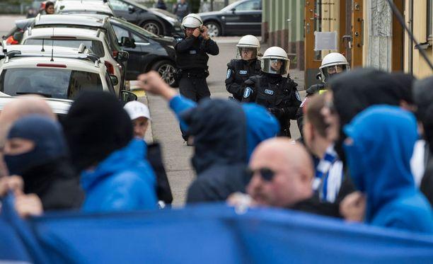 Poliisilla riitti jälleen töitä Stadin derbyssä.