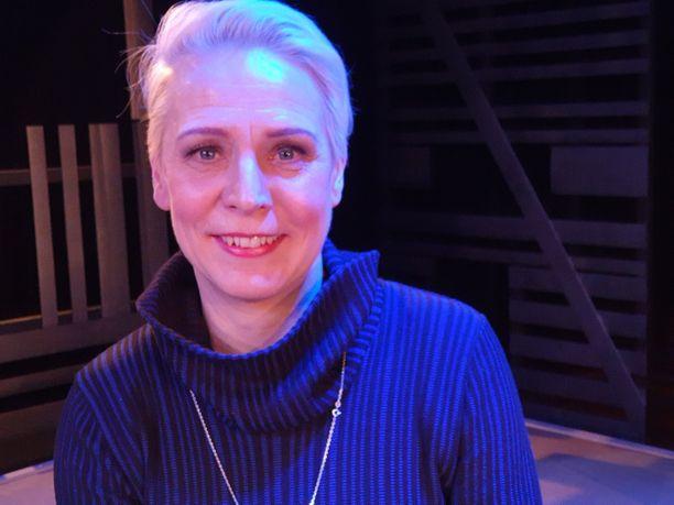 Näyttelijä Mari Turunen nähdään Tampereen Teatterissa Piina-näytelmässä ja Häpeä-komediassa.