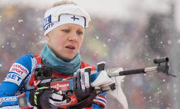 Kaisa Mäkäräinen hiihtää ennen MM-Lahtea ampumahiihdon MM-kisoissa.
