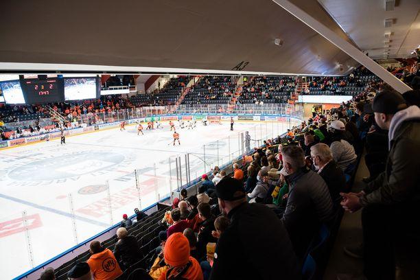HPK–Kärpät-ottelua seurasi viime viikolla yli 2000 katsojaa. Tällä viikolla katsojamäärä putosi alle tuhannen.