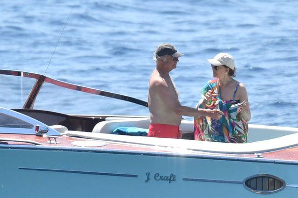 Ruotsin kuningas Kaarle Kustaa ja kuningatar Silvia viihtyvät vesillä.