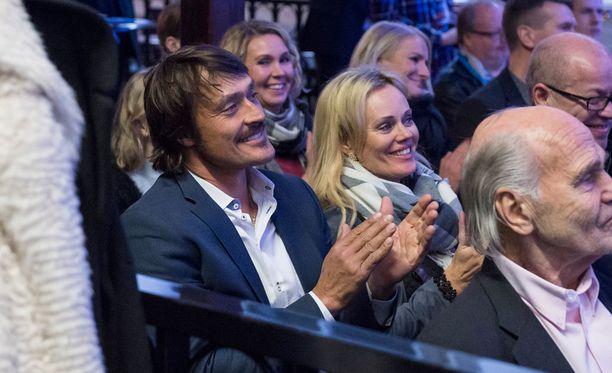 Teemu Selänne ja Sirpa-vaimokin olivat paikalla todistamassa Hjalliksen suurta hetkeä.