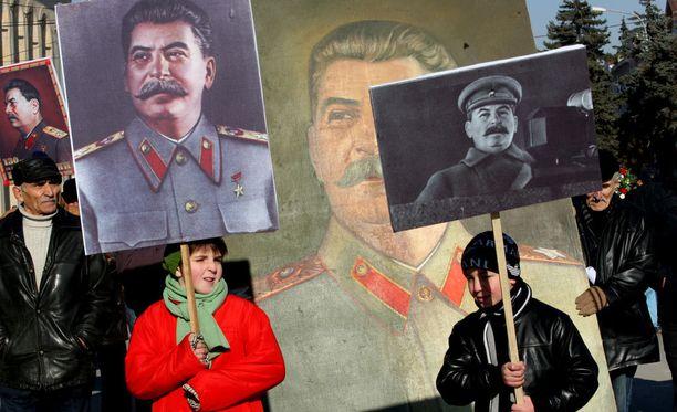 Josif Stalinin suosio ja ihailu vahvana johtajana on kasvanut viime vuosien aikana.