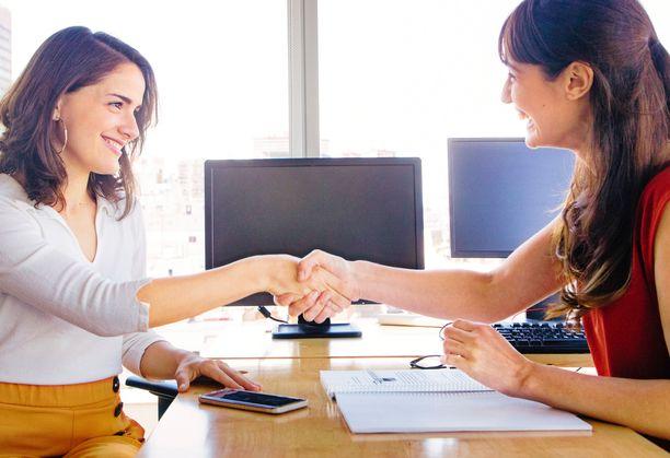 Vakuuttavuus ja oikeat sanat voivat johtaa kädenpuristukseen työpaikan merkiksi.
