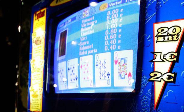 Suomessa rahapeleihin on oikeus vain Veikkauksella, Finntotolla ja RAY:lla. Kuvan kolikkopeli ei liity nettifirmaan.