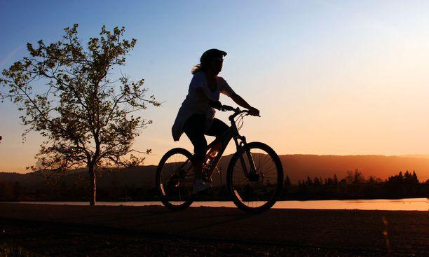 Urheileminen vähentää valittamista. Ei ole pakko noudattaa liikuntaohjelmaa, mutta olisi hyvä harrastaa edes jonkinlaista liikuntaa.