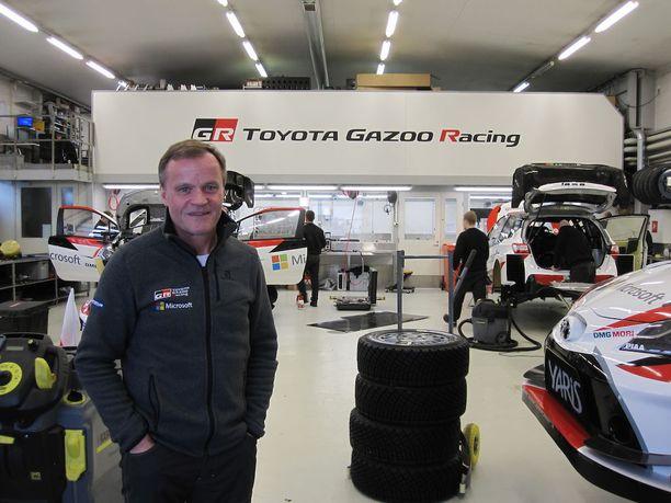 Toyota palasi rallin MM-sarjan voittaja-autoksi paljon odotettua nopeammin. Kilpurit rakennetaan Tommi Mäkisen johtamassa tehtaassa Puuppolassa.