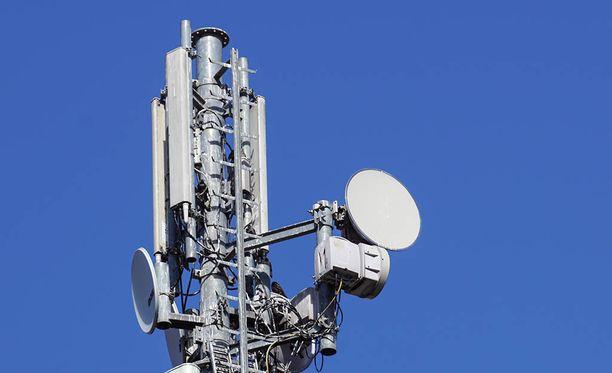 Vakoilutukiasemat jäljittelevät tavallisia tukiasemia, kaappaavat lähellä olevien puhelimien tiedot ja lähettävät ne eteenpäin.