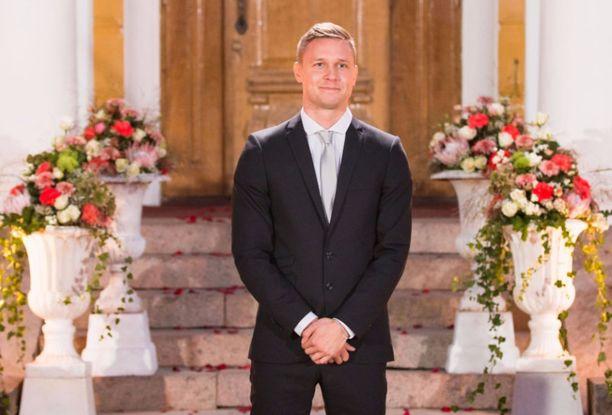 30-vuotias Tuomas Sahimaa kertoo olevansa päämäärätietoinen ja kunnianhimoinen. Hän kuvailee Bachelor Suomi-ohjelmaa tilaisuudeksi, johon oli pakko tarttua.