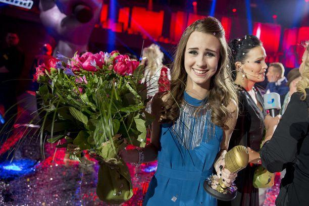 Suvi Åkerman aikoo panostaa laulajan uraan enemmän sitten, kun saa yliopisto-opintonsa valmiiksi kesällä.