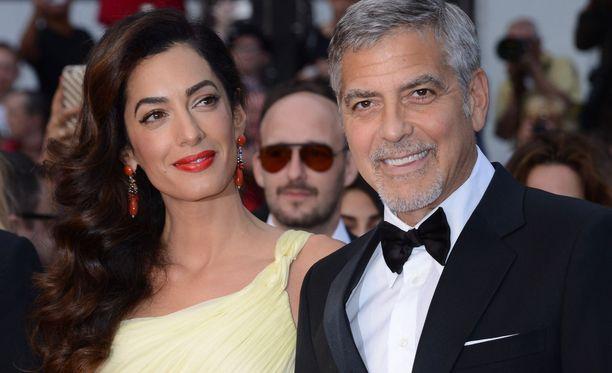 Amal ja George Clooney ovat nyt kaksosten vanhempia.