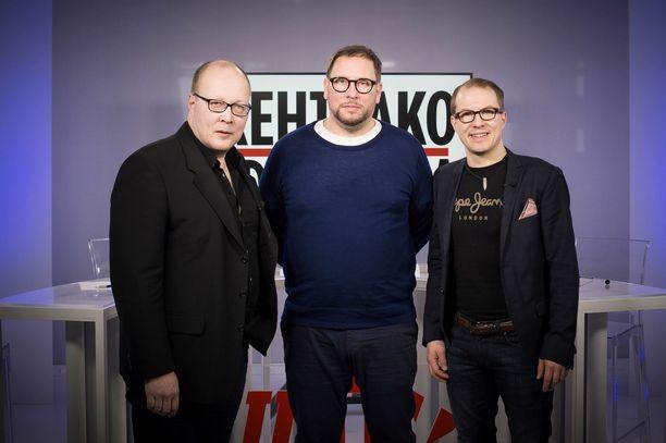 Iltalehden Juha Ristamäki, Paavo Arhinmäki ja Iltalehden Lauri Nurmi.