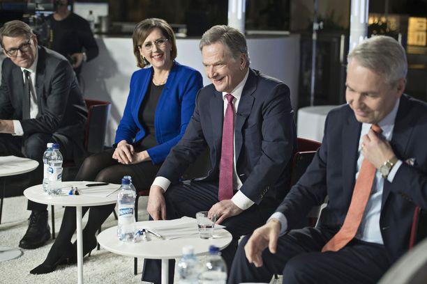 Presidenttiehdokkaat kohtasivat torstaina vielä kerran Ylen vaalikeskustelussa, ennen sunnuntain vaalipäivää. Kuva Alman vaalitentistä maanantailta.