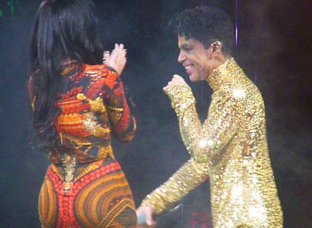 Prince pyysi Kimin lavalle kahdesti.