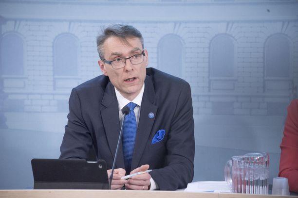 Oikeuskansleri Tuomas Pöysti on saanut ainakin kolme kantelua maskigateen liittyen.