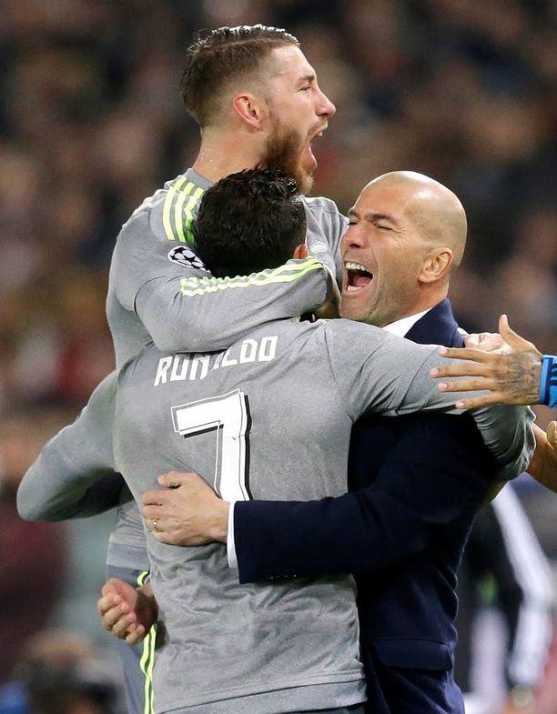 Roomassa Zinedine Zidane yhtyi Sergio Ramosin ja Cristiano Ronaldon riemuun.
