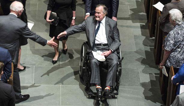 George H.W. Bush vaimonsa hautajaisissa Houstonissa, Texasissa sunnuntaina.