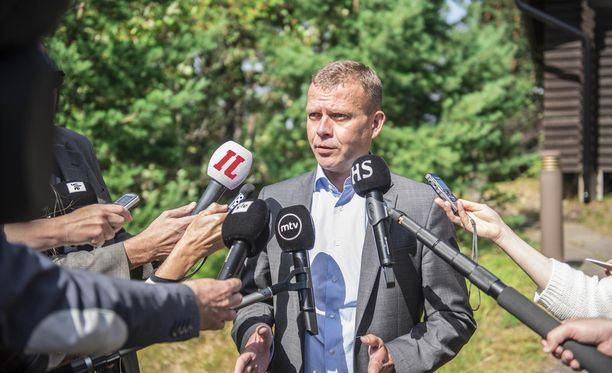 Petteri Orpo (kok) puhui medialle tiistaina iltapäivällä Espoon Moisniemessä.