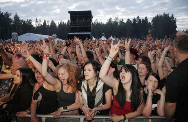 """Seinäjoki keräsi festarikesän """"Grand Slamin"""" avaukseen reippaasti Rock-kansaa."""