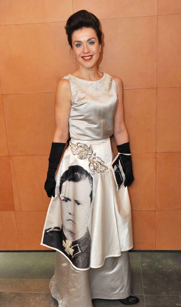 Lisa Sounion asussa oli kuva hänen isästään.