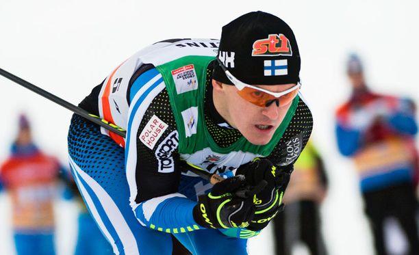 Sami Jauhojärvi jäi niukasti vapaan suksilla hiihtäneelle Dario Colognalle.