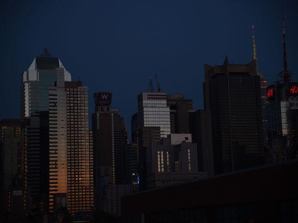 Toistaiseksi tuntemattomasta syystä alkanut sähkökatko on pimentänyt länsi-Manhattanin.