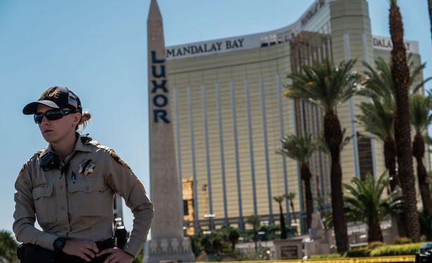 Mandalay Hotel Las Vegasissa. Poliisi löysi Stephen Paddockin käyttämästä huoneesta patruunoita, joita tekijä oli hankkinut aseharrastaja Douglas Haigilta Phoenixista.