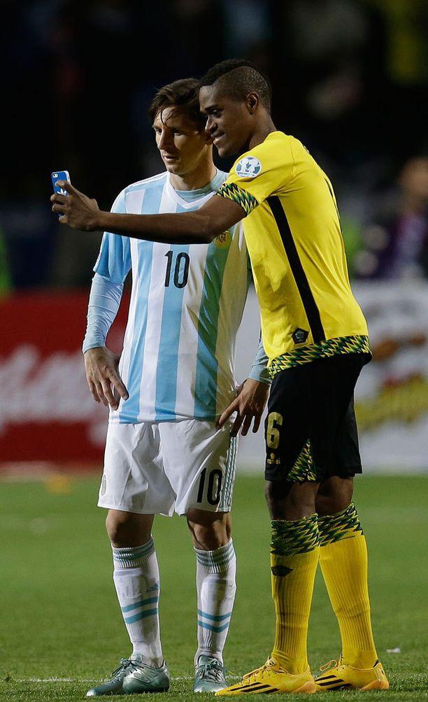Lionel Messiä ei hymyilyttänyt kaverikuvassa.
