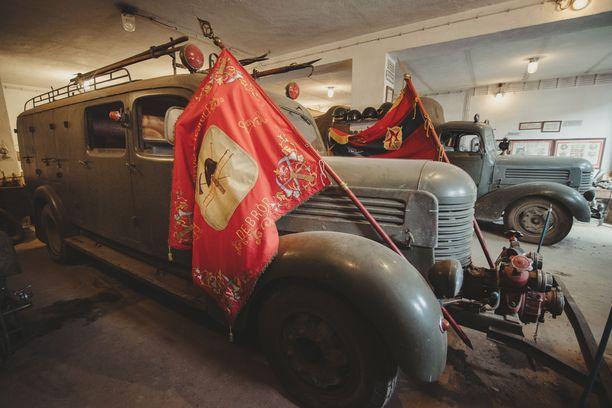 Paloasemalta löytyi myös vanhoja paloautoja.