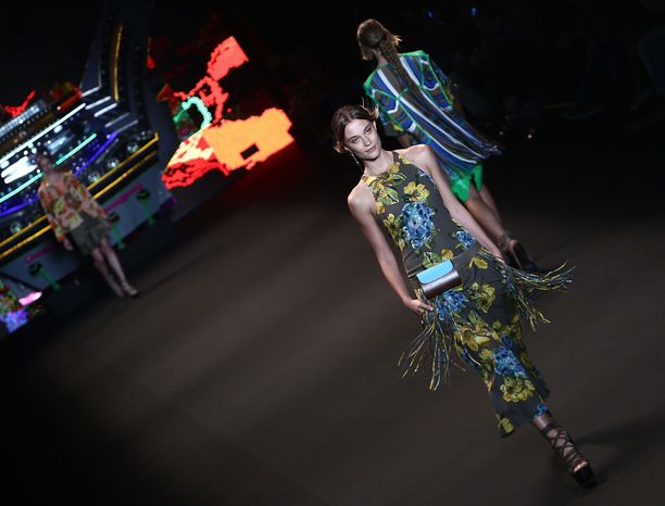 Muotiviikkojen näytöksessä esiintynyt malli menehtyi Brasiliassa. Kuvan malli ei liity tapaukseen.
