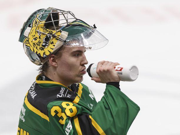 Eetu Mäkiniemi lähtee Pohjois-Amerikaan jahtaamaan NHL-unelmaansa.