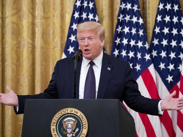 Vuonna 2017 Donald Trump haukkui alatyyliseen sävyyn kaikki kansallislaulun aikana polvistuneet henkilöt.