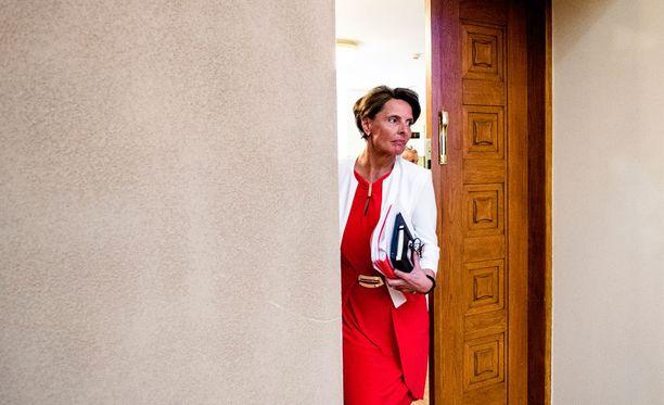 Valiokunta selvittää, ohjasiko Anne Berner (kesk) ja hänen ministeriönsä Finavian hallitusta asiattomasti niin sanotussa johdannaissotkussa.