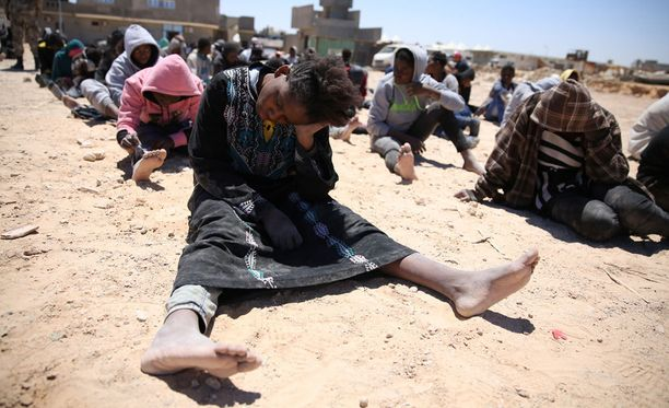 Libyassa on lähes puoli miljoonaa maan sisäistä pakolaista. Maassa on eri ryhmittymien välisiä aseellisia välikohtauksia ja väkivaltaisuuksia ympäri maata.