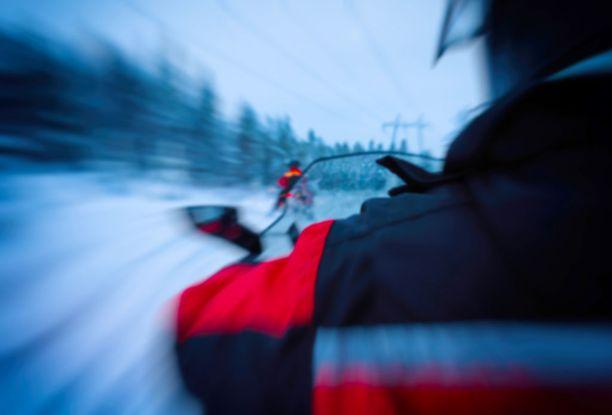 Norjalaissotilaat ylittivät rajan hetkellisesti moottorikelkoilla Lapissa. Kuvituskuva.