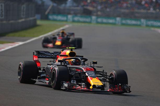 Max Verstappen oli nopein perjantain molemmissa GP-harjoituksissa.