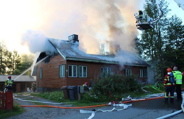 Omakotitalo paloi Jyväskylässä Koivukadulla varhain maanantai-aamuna.