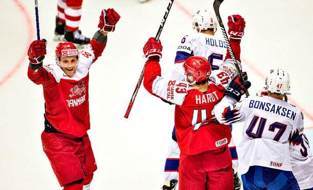 Tanska juhli 3-0-voittoa Norjaa vastaan.