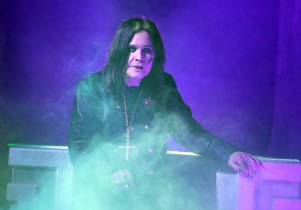 Ozzy Osbourne esiintyi viikonloppuna musiikkigaalassa Los Angelesissa.
