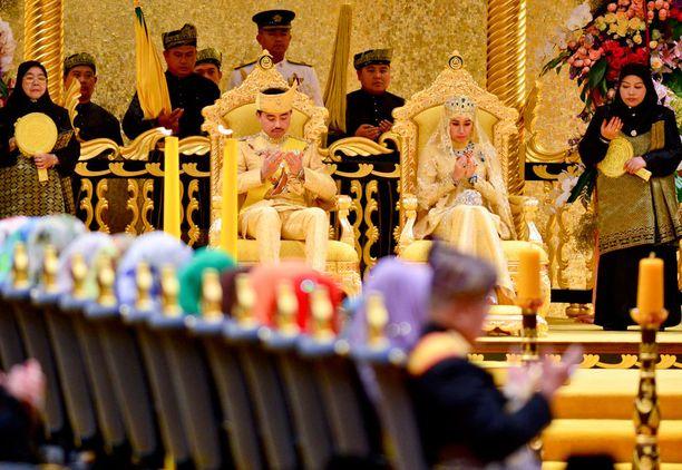 Hääseremonia järjestettiin sulttaanin palatsissa.