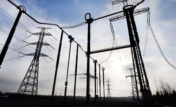Eduskunnan talousvaliokunta aloittaa tänään sähkönsiirtoyhtiö Carunan tapauksen käsittelyn.