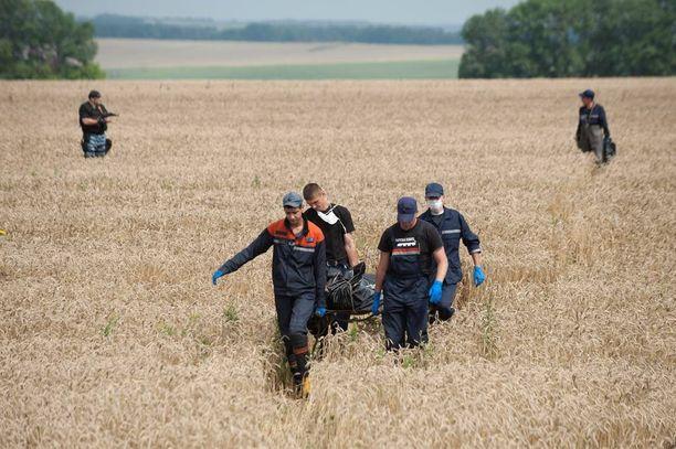 Malaysia Airlinesin lento 17 syöksyi pellolle Itä-Ukrainassa vuosi sitten.