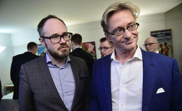 Tuomas Enbuske ja Mikael Jungner kertoivat aikovansa kiertää eduskuntavaali-illan kaikki bileet läpi.