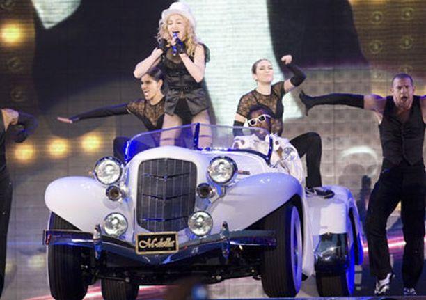 SYYTÄ TYYTYVÄISYYTEEN Madonnan Jätkäsaaren konsertti keräsi muhkeat yli 8,5 miljoonan euron lipputulot. Konsertti oli koko kiertueen tuottoisin ja samalla myös suurin.
