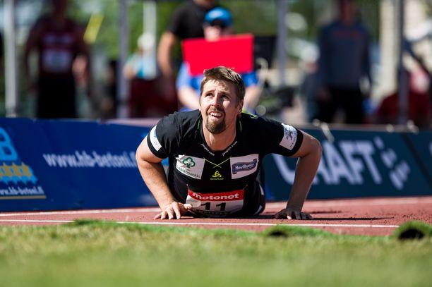 Antti Ruuskanen heitti Pihtiputaan karnevaalien voittajaksi.
