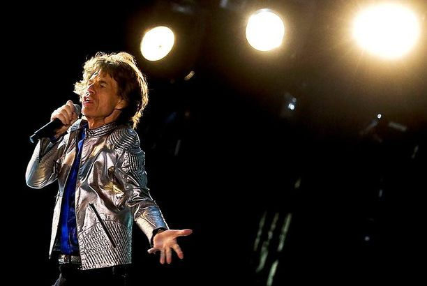 Mick Jagger esiintymässä yhdessä Rolling Stonesin kanssa Portugalissa toukokuussa.