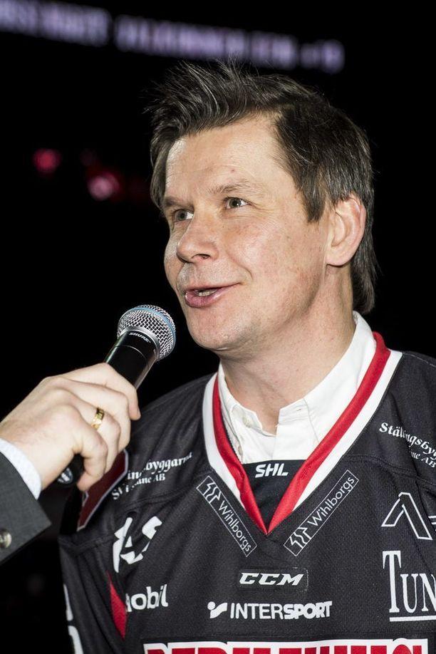 Juha Riihijärvellä on nimikkobaari Malmön areenassa. Nostetaanko paita joskus hallin kattoon?