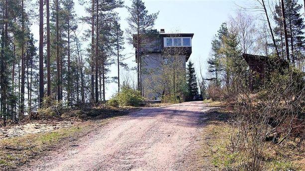 Tornitalossa on asuinpinta-alaa yhteensä noin 230 neliötä.